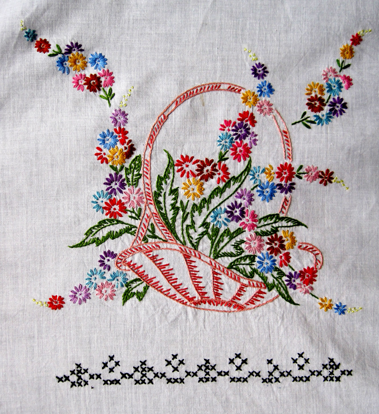Vintage embroidered baskets quilt top q is for quilter for Applique vintage