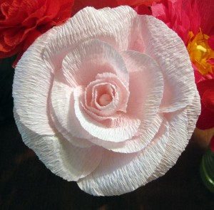 Crepe paper wedding flowers q is for quilter the martha stewart web site but you can also just make up your own petal shapes honestly its hard to mess this up since crepe paper is so forgiving mightylinksfo
