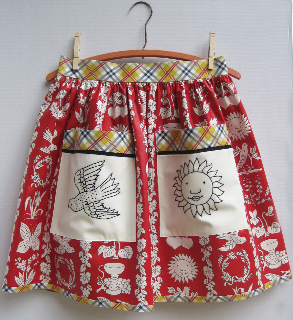 Chintz aprons with appliqued embroidered pockets q is