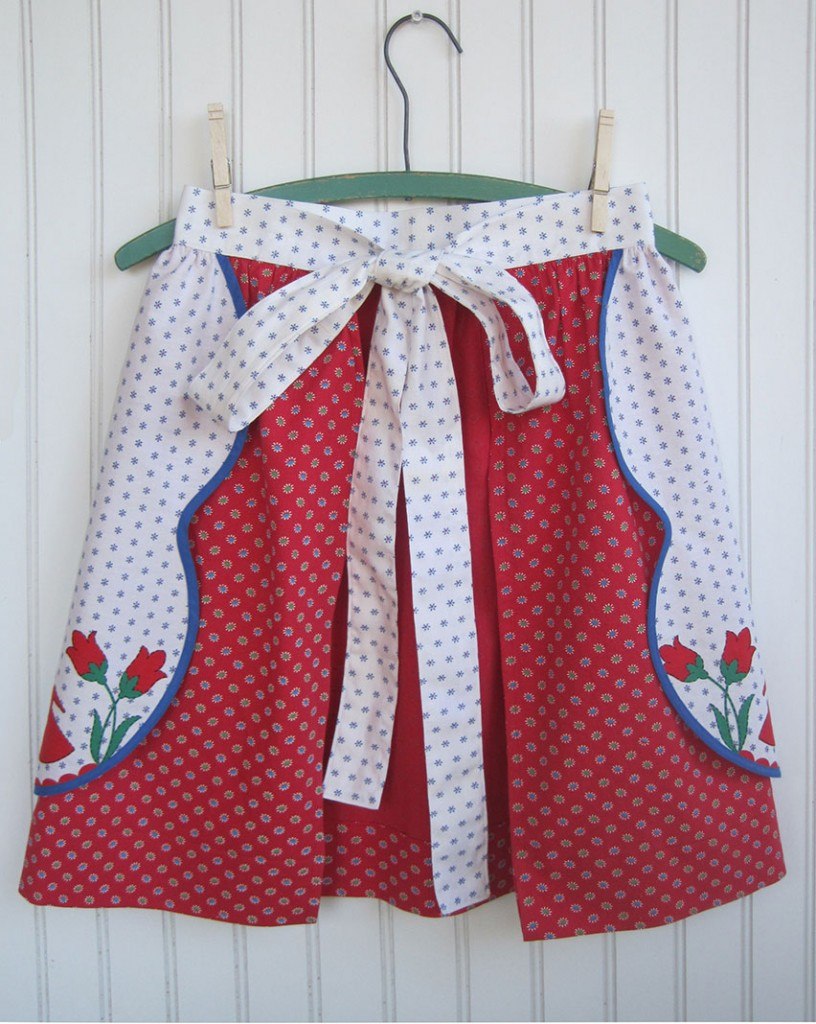 apron-scalloped-border-overskirt-back
