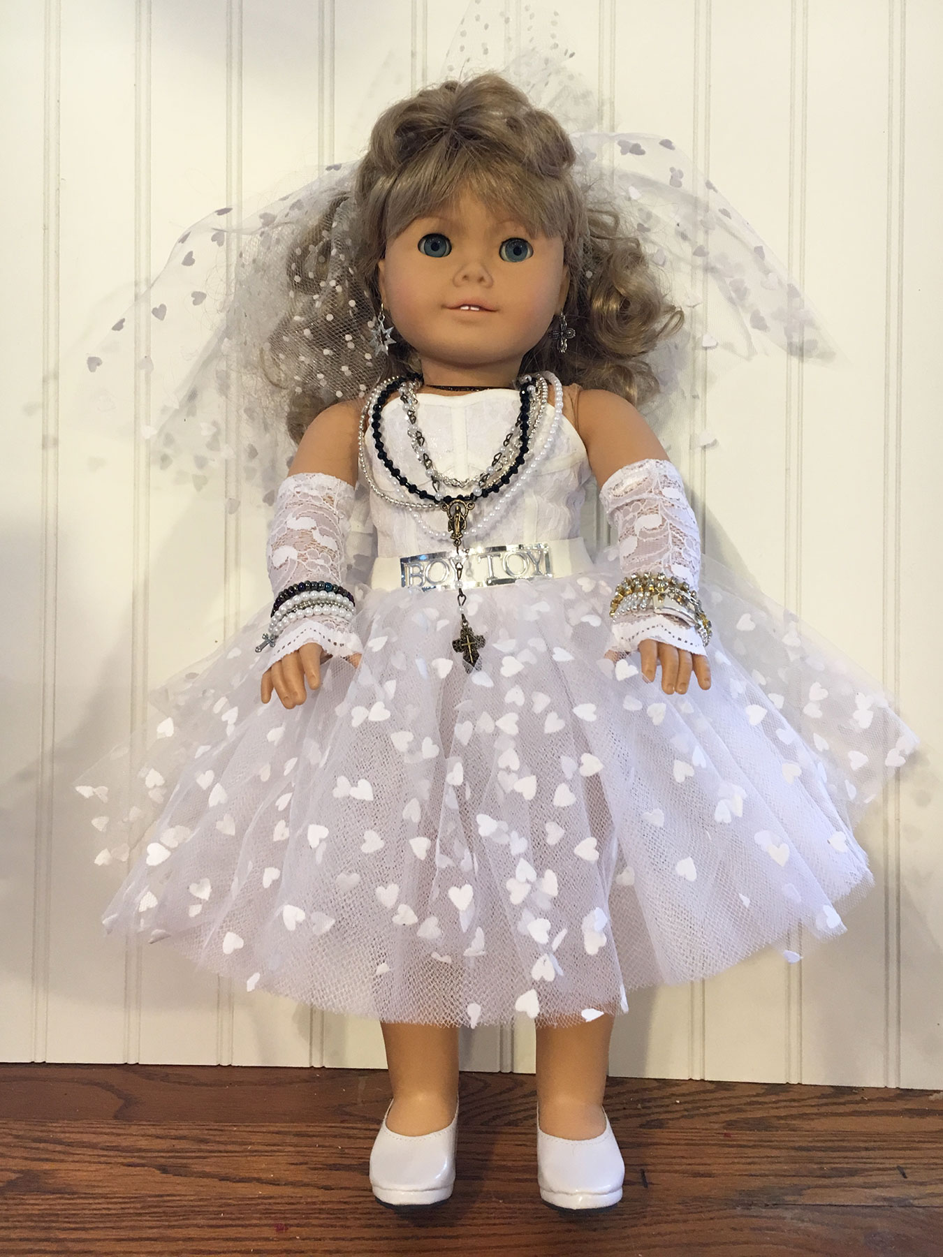 American Girl Dolls Dress Up as 80s Pop Stars – Q is for Quilter