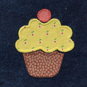 denim-applique-quilt-cupcake