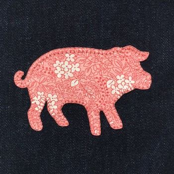 denim-applique-quilt-pig