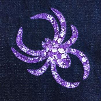 denim-applique-quilt-spider